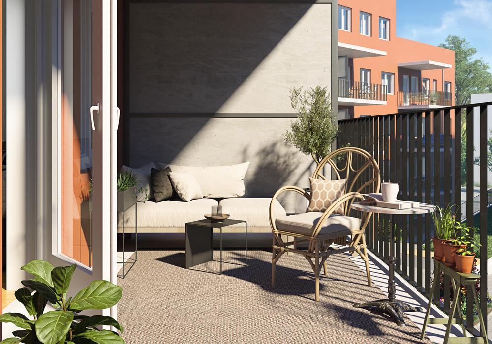 Balkong i Nåjden med grönska, sol och skugga