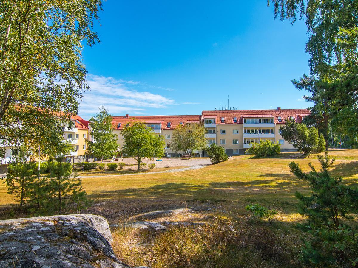 Fastigheterna på Ekenhillsvägen i Hällby.